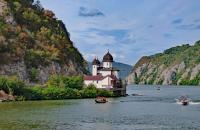 Enjoy the sights of the Danube Gorge on your Melodies of the Danube Cruise